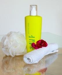 Willkommensbild mit Pflegelotion vom Kosmetik-Studio